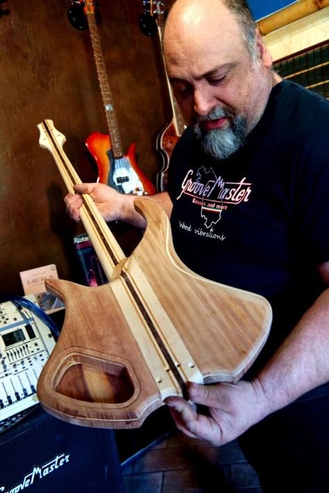 """Roberto Dolce e una sua creazione """"GrooveMaster"""""""