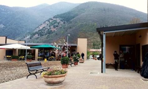 "Una panoramica delle ""strutture gemelle"" inaugurate a Visso."