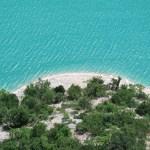 Lago di Fiastra - Azzurro delle acque contornate dalla Collina