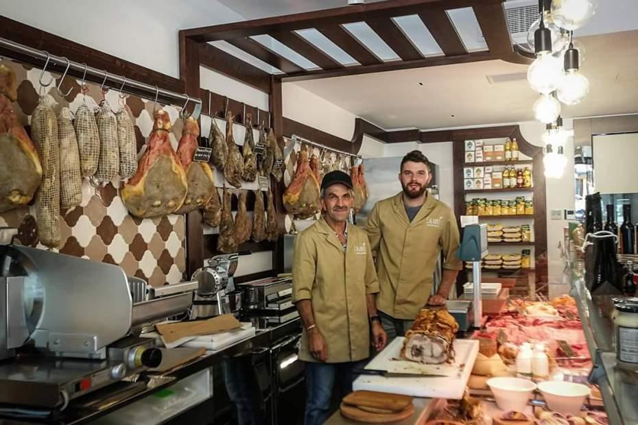 """Giorgio e suo figlio Samuele nella nuova bottega della """"Compagnia dei Mastri Artigiani"""""""