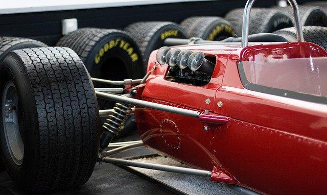Particolare di auto da corsa antica Foto di Toby Parsons da Pixabay