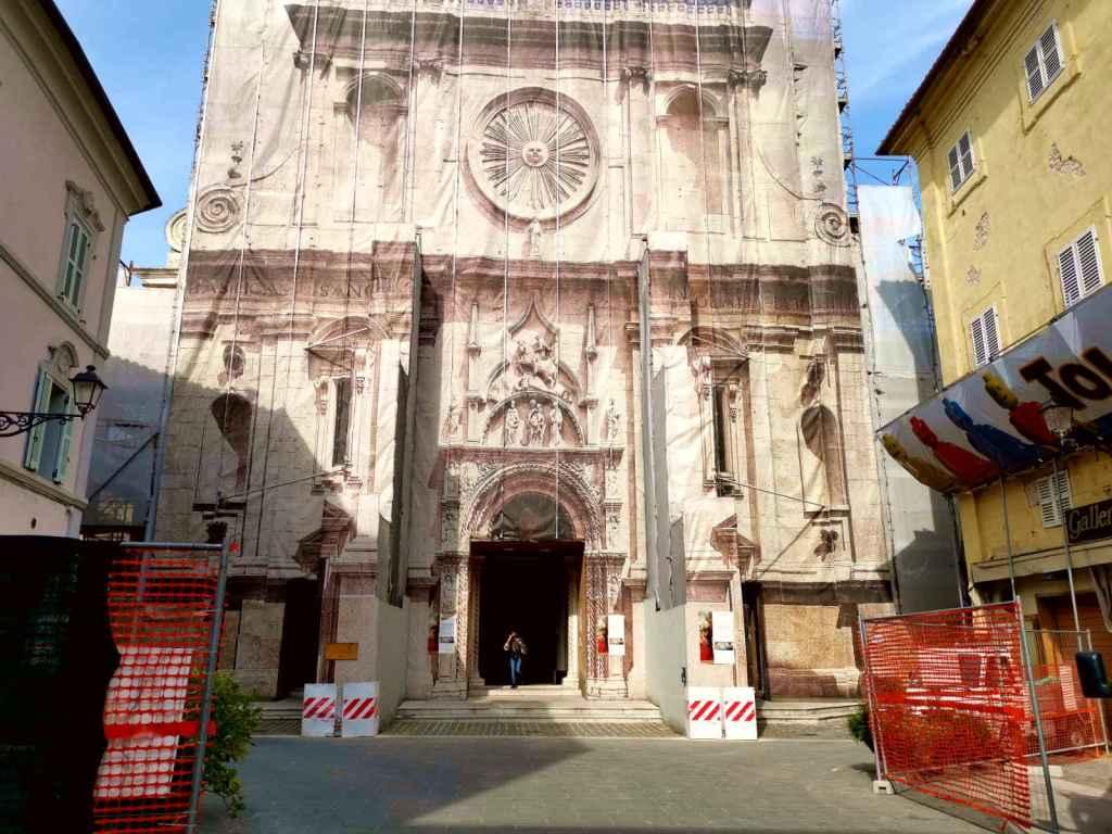 """""""Fate i Fioretti"""" la facciata di San Nicola in restauro dal sisma 2016 - foto di B. Olmai"""