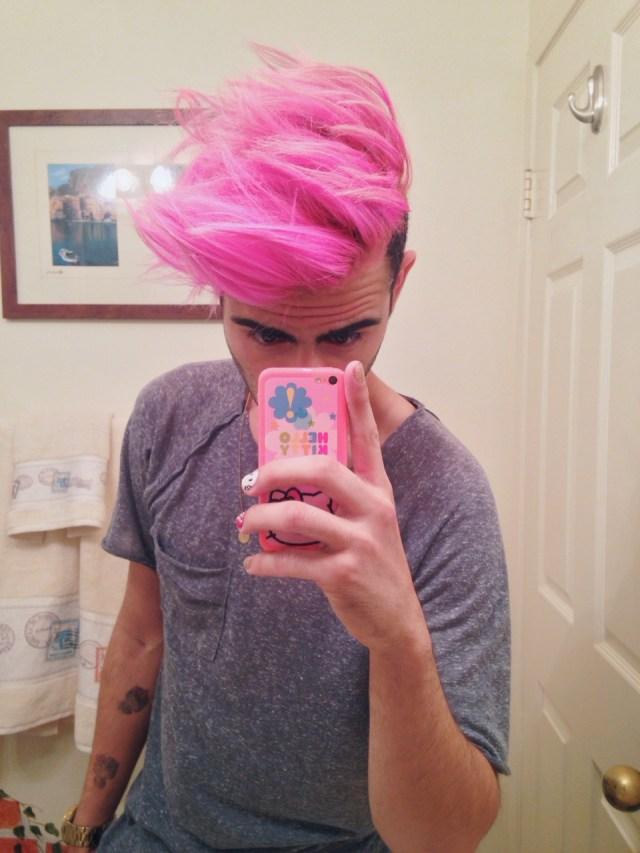 Cabelos coloridos para homens: pink