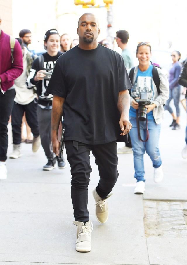 Kanye West com camiseta Oversized