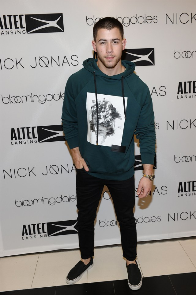 Nick Jonas blusa moletom verde