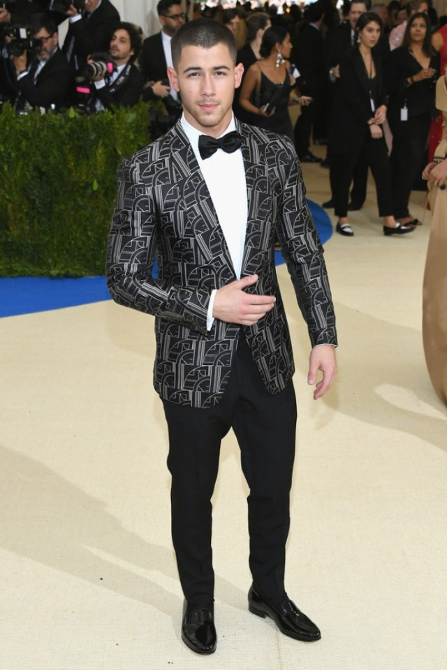 Outfit Nick Jonas 2018