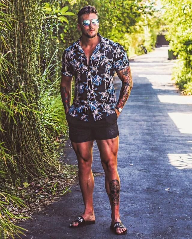 Camisa masculina estampada e bermuda curta