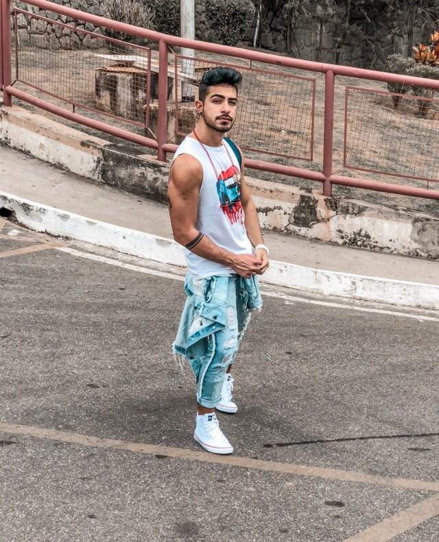 Moda masculina: jaqueta jeans amarrada