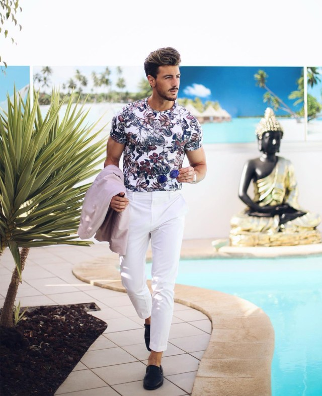 Look masculino esporte chic com estampa floral