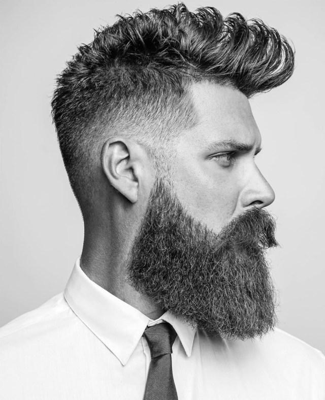 Estilo de barba quadrada cheia