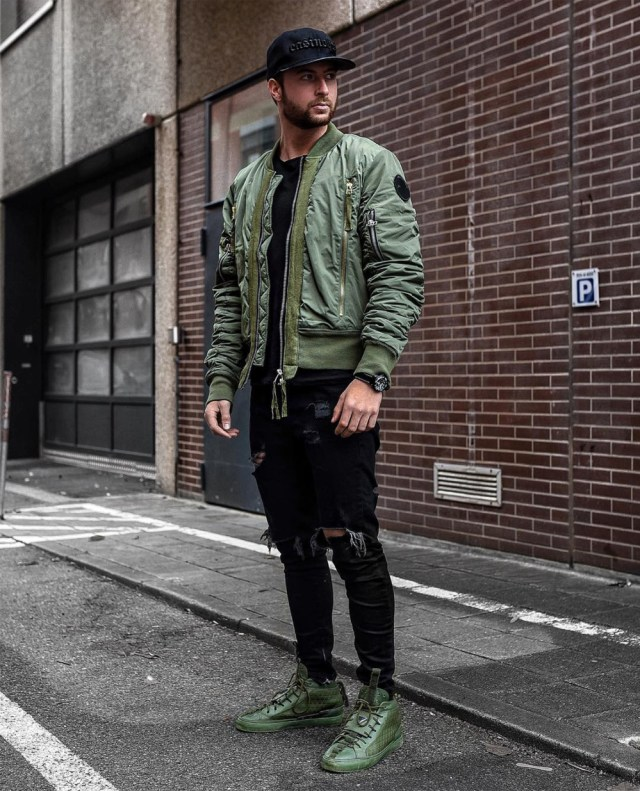 Look masculino Street style com jaqueta bomber