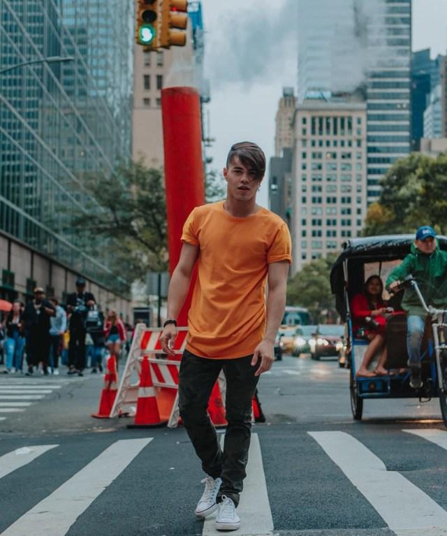 Gustavo Rocha com look primavera verão 2019