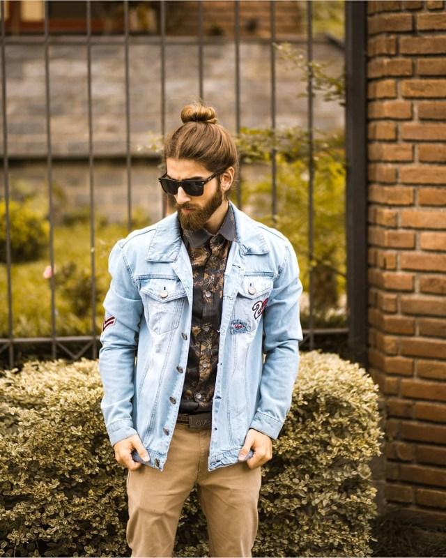 Penteado masculino High Bun ou coque alto