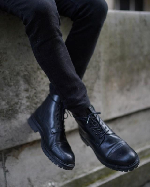 Análise de look masculino 13: bota coturno