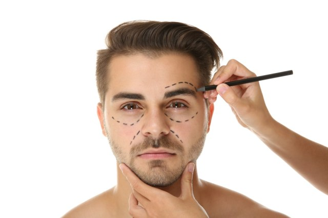Lifting facial no rosto masculino