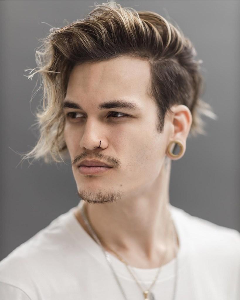 Corte de cabelo 2020: undercut comb over