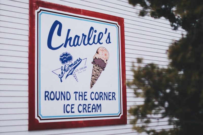 annuncio del gelato su un muro
