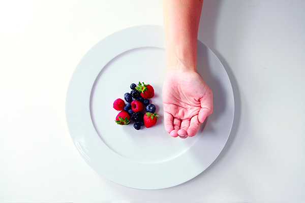Precision-Nutrition_Palm-Sized-Portions_Berries-Example_Female