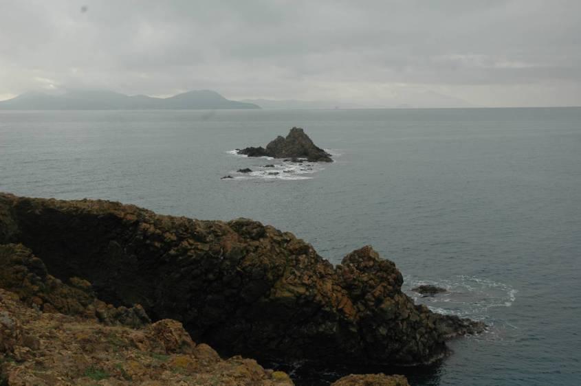 Una vista mozzafiato, lo scoglio dellp sparviero , l'isola d'Elba ed in lontananza anche la Corsica