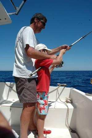 Pesca bambini 2020 Un aiuto è spesso obbligatorio per i pesci più combattivi