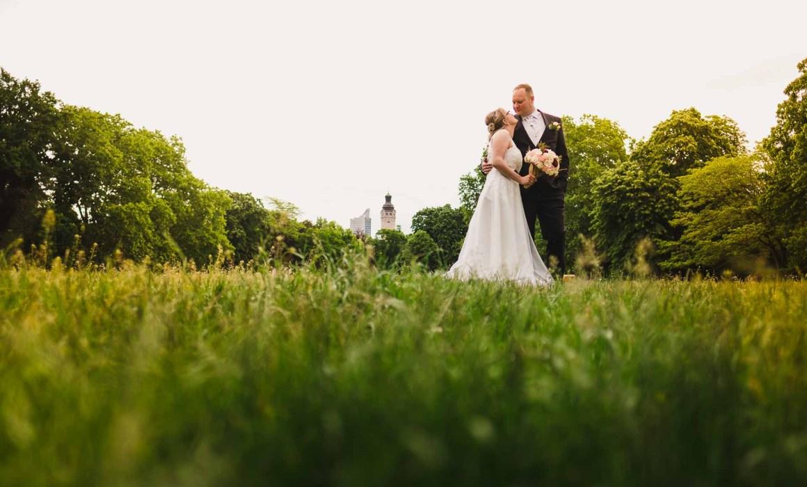 Marco Schur Hochzeitsfotograf Hochzeit Standesamt Leipzig Fotoshooting Johannapark Hochzeitspärchen