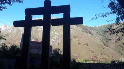 La-Santa-Cueva-de-Covadonga-estribaciones-del monte Auseba ASTURIAS