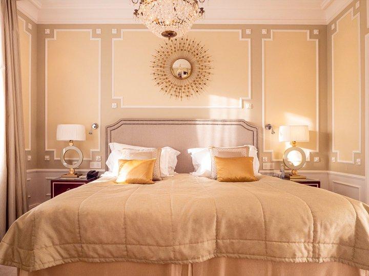 marcostrong_grandhotel_bedroombed4509960177372074674.jpg