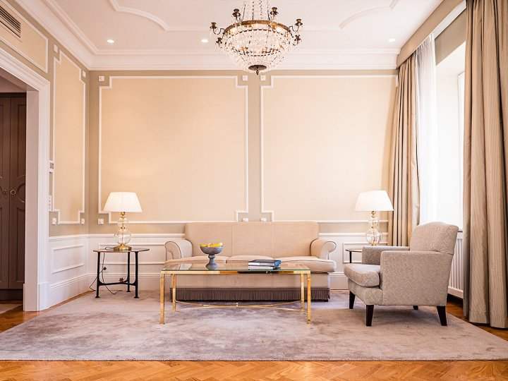 marcostrong_grandhotel_livingroom23828301785421687653.jpg