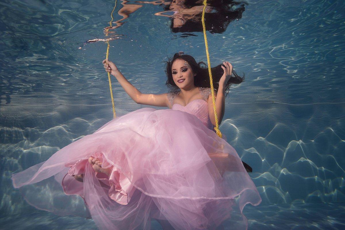 trash the dress quienceannera bajo el agua   underwater photographer marcosvaldes FOTÓGRAFO®