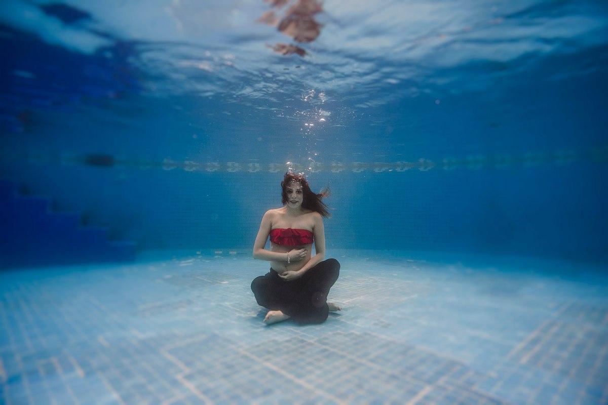underwater mom to be studio, underwater photographer Marcos Valdés