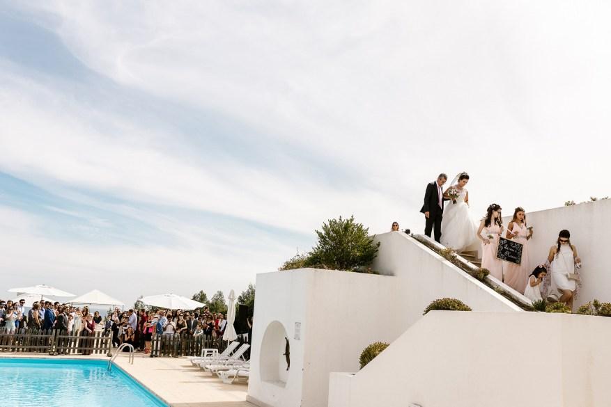 entrada da noiva na cerimónia de na quinta dos moinhos de são filipe