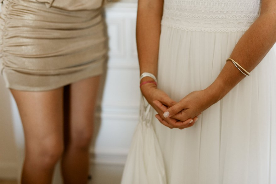 braços da noiva com pulseiras