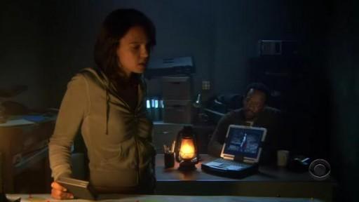 Sarah e Hawkins amosando os seus gadgets
