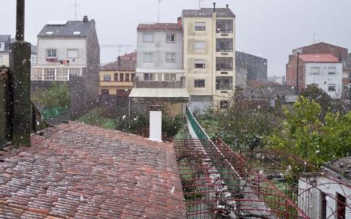 A neve en Melide vista dende a terraza traseira da casa