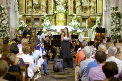 moza cantando no II Concerto de Verán