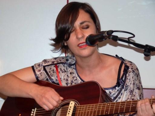 Rebeca Ponte actuando na FNAC