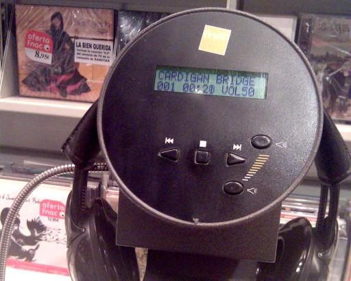 Reproducindo o disco de Cardigan Bridge na FNAC