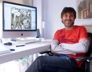 Paco Roca xunto ao seu iMac