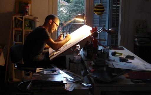 Marcos Martín nunha fotografía publicada por The Verge
