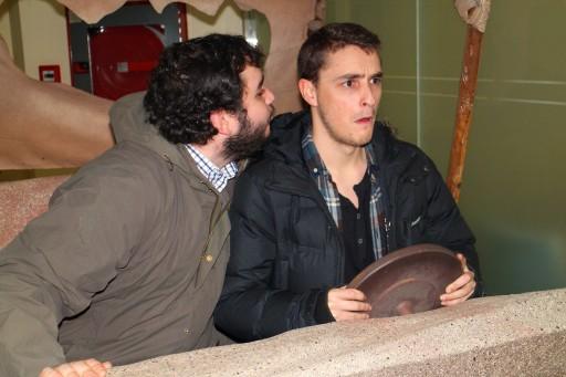 Jorge bicando a Óscar nun troncomóbil