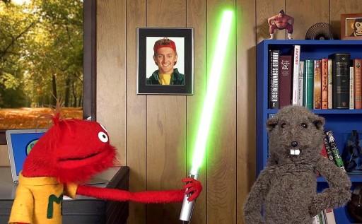 As espadas de luz molan, pero tamén é super-friki ter unha foto de Bill Preston (o amigo de Ted Theodore Logan) na parede ;)