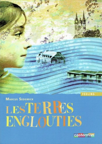 French cover of Floodland, with elements of a girl, houses, and a cathedral floating in a stylised sea.