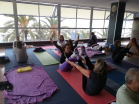 Devi yoga_Mar de yoga en Alicante