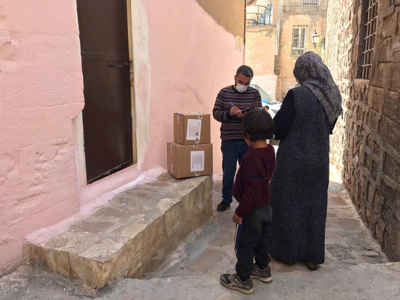 Mardin'de ihtiyaç sahiplerine gıda kolisi dağıtımına başlandı