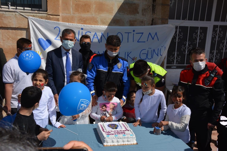 Midyat'ta 'Otizme mavi ışık yak' etkinliği düzenlendi