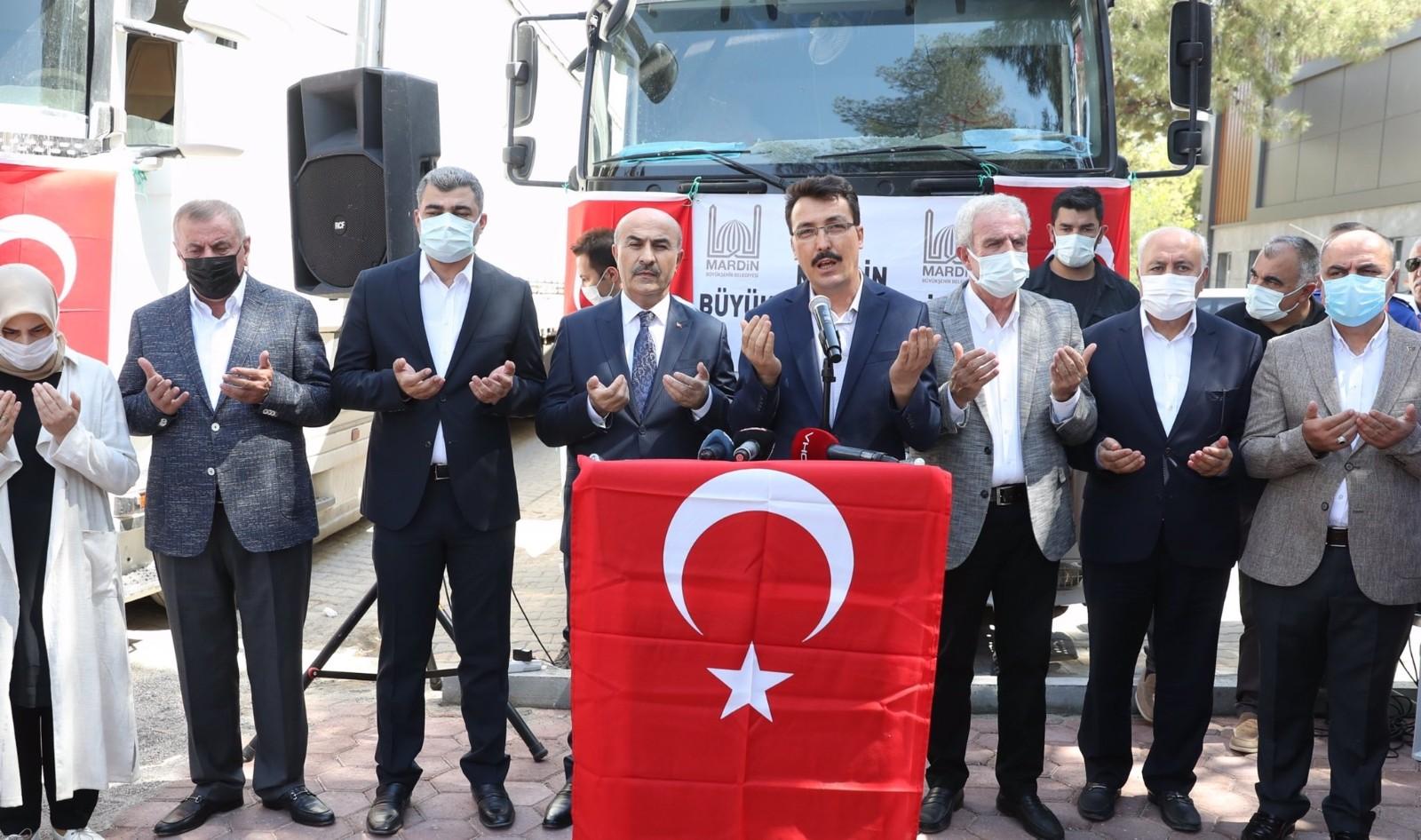 Mardin'den ihtiyaç malzemeleriyle dolu 17 tır Kastamonu'ya doğru yola çıktı