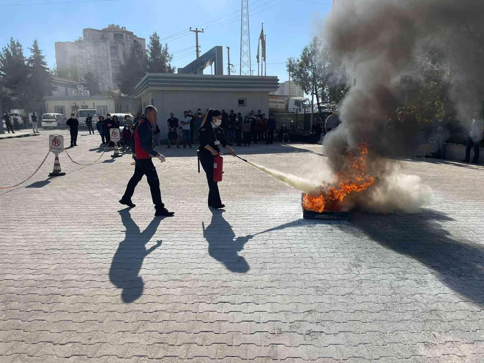 Mardin itfaiyesinden gerçeği aratmayan yangın ve deprem tatbikatı