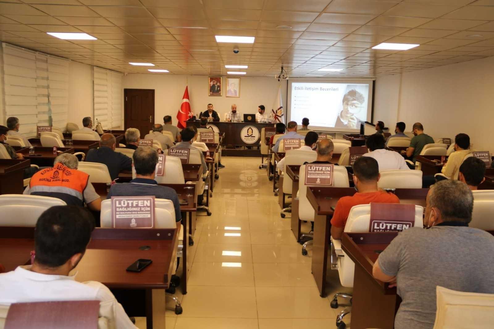 Mardin'de kaymakamlık ve belediye çalışanlarına yönelik kişisel gelişim seminerleri düzenlendi