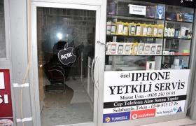 Hırsızlar Cep Telefonu dükkanına dadandı