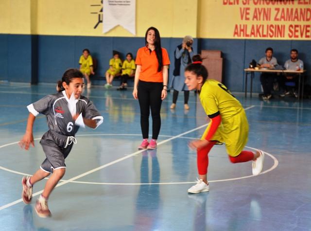 """Mardin'de """"çocuk oyunları"""" ligi"""